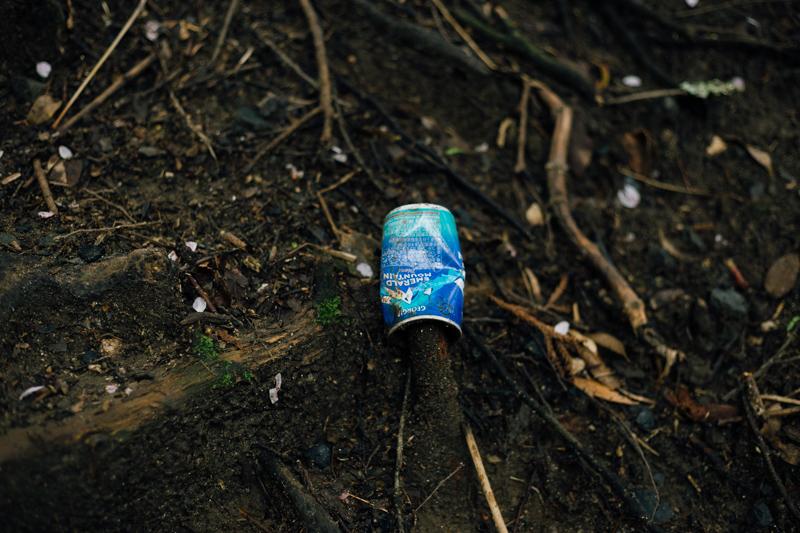 筑波山登山道にあった空き缶