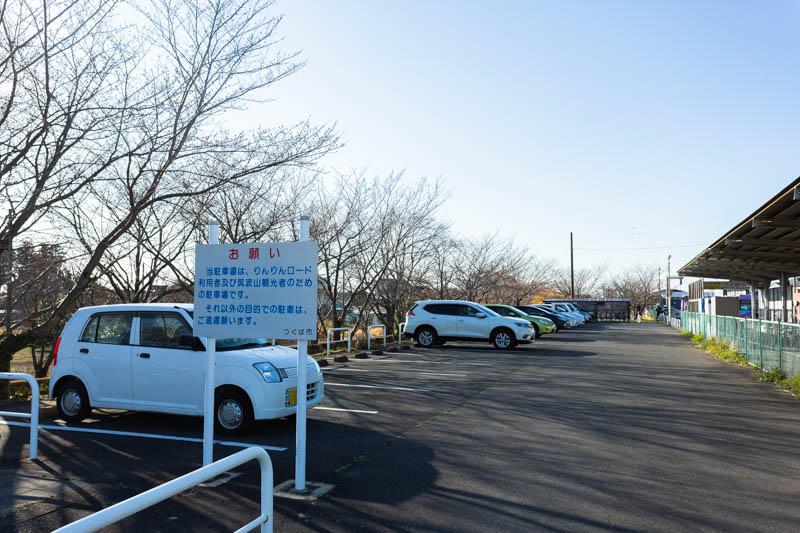 筑波山口バス停に隣接した駐車場
