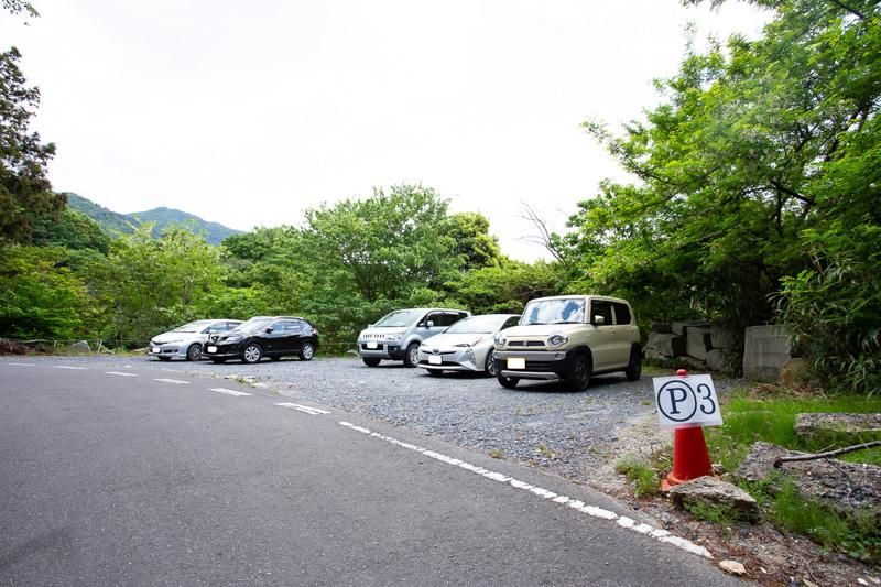 椎尾山薬王院に隣接の駐車場