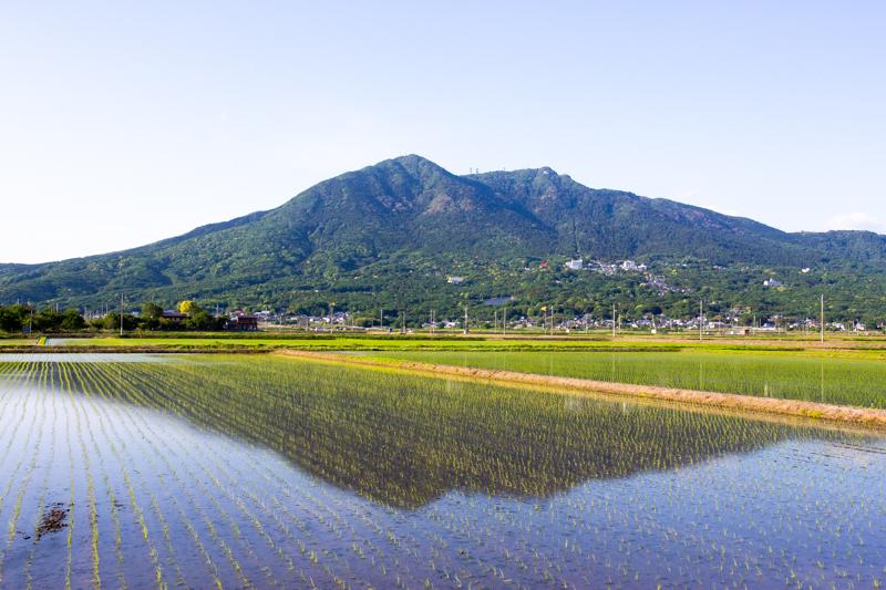 田植えの時期の筑波山の風景(逆さ筑波)
