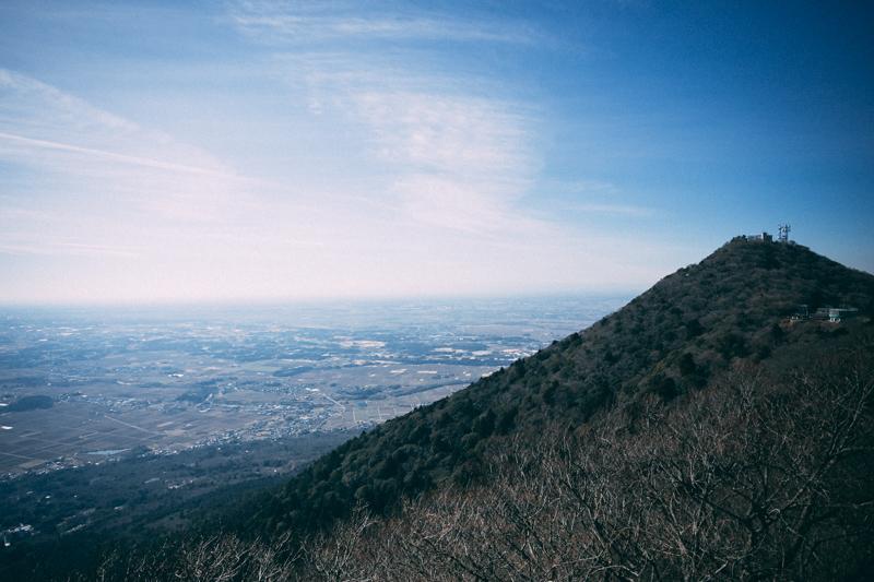 女体山頂駅から見た男体山